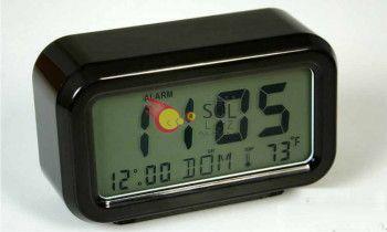 Despertador digital en negro