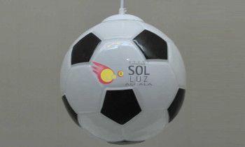 Lámpara con forma de balón de fútbol en cristal