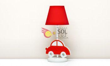 Lámpara de sobremesa con un coche rojo