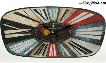 Reloj ovalado de madera