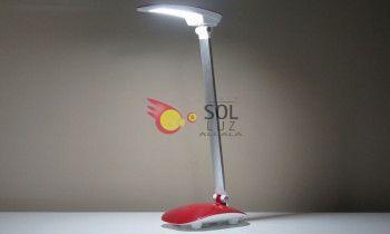Flexo rojo con lo último en tecnología LED