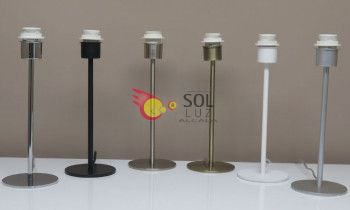Lámpara de sobremesa en níquel