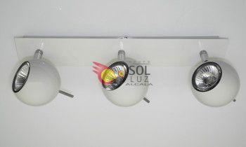 Regleta blanca con tres luces esferas
