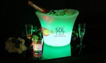 Cubitera con luz RGB LED