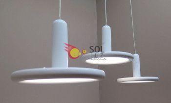 Lámpara moderna en color...