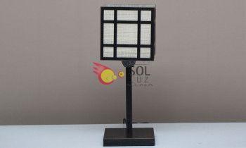 Lámpara de sobremesa con doble pantalla