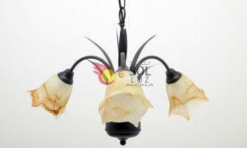 Lámpara de forja marrón con tres luces