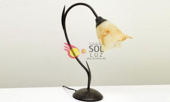 Lámpara de sobremesa de forja marrón